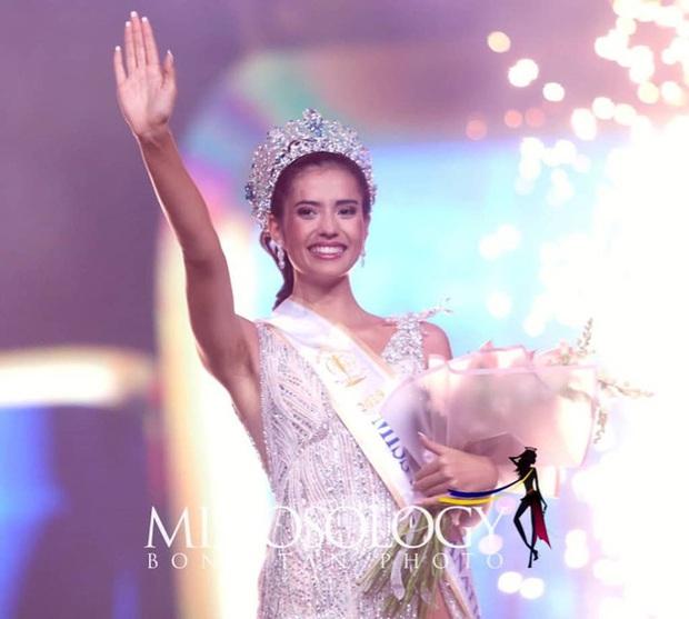 Góc trùng hợp ngỡ ngàng: Loạt mỹ nhân quốc tế nắm tay đại diện Việt Nam đều đã đăng quang Hoa hậu - Ảnh 3.