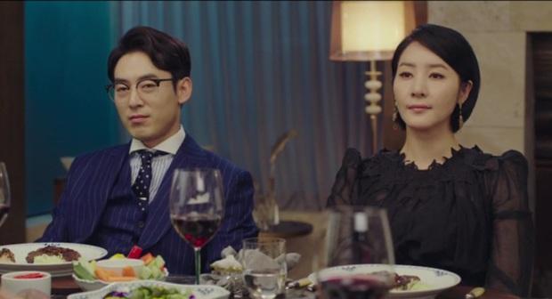Tự tạo phốt với idol để tăng doanh thu, Son Ye Jin ăn đậm quyền thừa kế tỉ đô ngay tập 1 Crash Landing On You - Ảnh 4.
