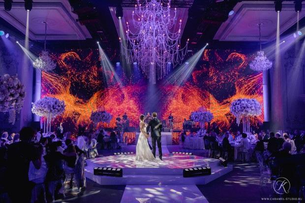 Đám cưới xa hoa trị giá 330.000 USD của hacker 'nguy hiểm' nhất thế giới: Chú rể bị truy lùng với giải thưởng 5 triệu USD, giấu mặt trong mọi khung hình lễ cưới! - Ảnh 1.