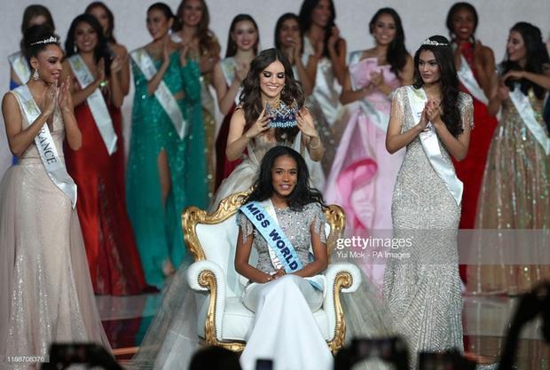 Miss World 2019: Đăng quang với chiều cao khiêm tốn 1m67 cùng mái tóc rối bời nhưng gương mặt hiền lành nhân hậu chính là điều cả thế giới phải công nhận - Ảnh 3.