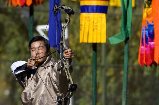 Hóa ra Bhutan lại có Hoàng tử cực phẩm như thế này, văn võ song toàn cùng ngoại hình nổi bật - Ảnh 4.