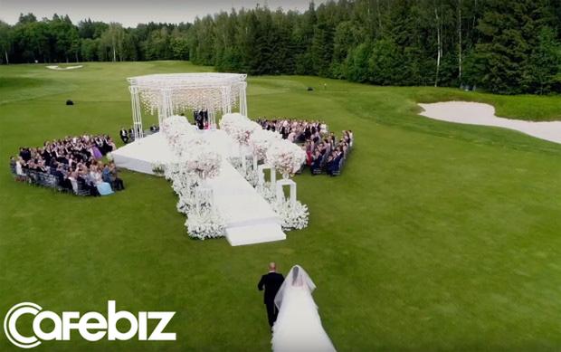 Đám cưới xa hoa trị giá 330.000 USD của hacker 'nguy hiểm' nhất thế giới: Chú rể bị truy lùng với giải thưởng 5 triệu USD, giấu mặt trong mọi khung hình lễ cưới! - Ảnh 5.