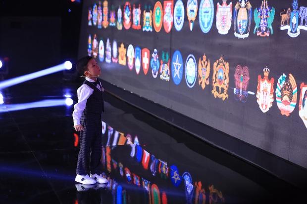 Siêu trí tuệ: Siêu nhí 6 tuổi khiến Trấn Thành kêu trời, giám khảo gọi là dị nhân với bộ não chụp ảnh - Ảnh 3.