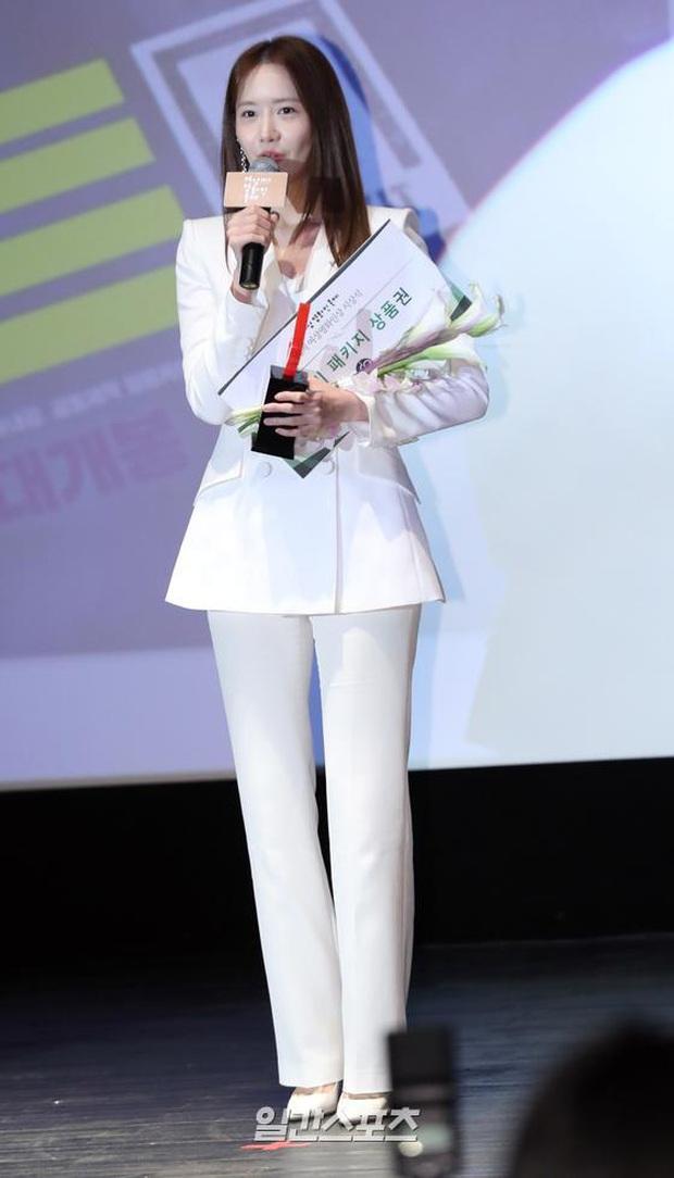 2 nữ thần Kpop dự sự kiện khủng cùng ngày: Yoona không còn bánh bèo, Suzy tăng cân vẫn quá xinh bên quân đoàn sao - Ảnh 12.