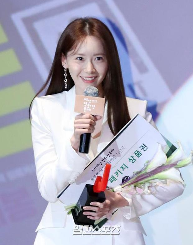 2 nữ thần Kpop dự sự kiện khủng cùng ngày: Yoona không còn bánh bèo, Suzy tăng cân vẫn quá xinh bên quân đoàn sao - Ảnh 11.