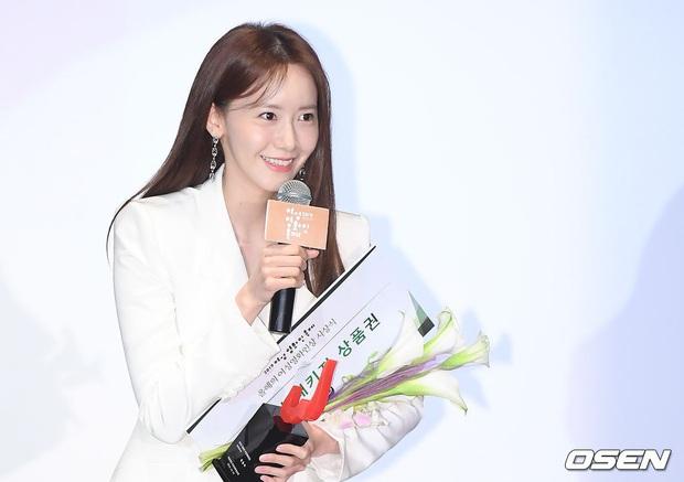 2 nữ thần Kpop dự sự kiện khủng cùng ngày: Yoona không còn bánh bèo, Suzy tăng cân vẫn quá xinh bên quân đoàn sao - Ảnh 14.