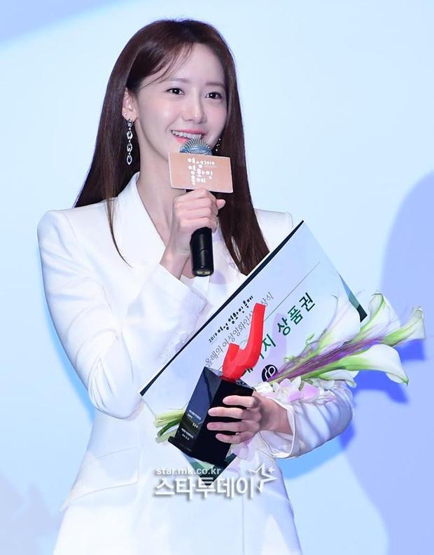 2 nữ thần Kpop dự sự kiện khủng cùng ngày: Yoona không còn bánh bèo, Suzy tăng cân vẫn quá xinh bên quân đoàn sao - Ảnh 13.