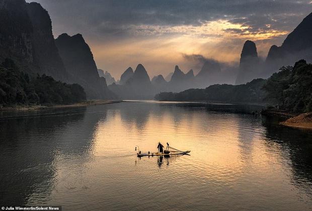 Loạt hình ảnh lão ngư bắt cá bằng chim cốc độc đáo khó rời mắt trong khung cảnh đẹp như tranh thuỷ mặc - Ảnh 12.