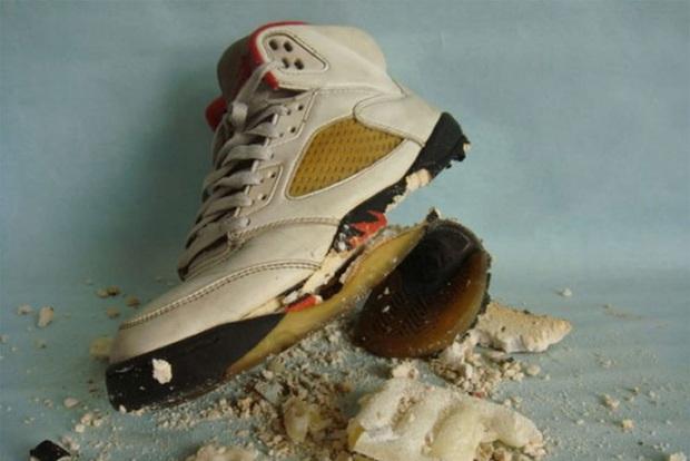 Đế giày có thể tiết lộ những vấn đề về sức khỏe, có 3 dấu hiệu bạn cần phải chú ý - Ảnh 2.