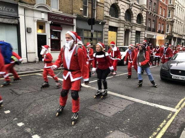Những truyền thống đón Noel lạ đời trên khắp thế giới, chứng minh Giáng sinh không chỉ có mỗi Santa và cây thông - Ảnh 3.