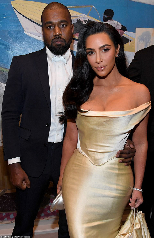 Sinh nhật như thảm đỏ lễ trao giải: Chị em nhà Kim xôi thịt nhức mắt, Kylie sóng đôi bên trai lạ và dàn sao quyền lực - Ảnh 4.