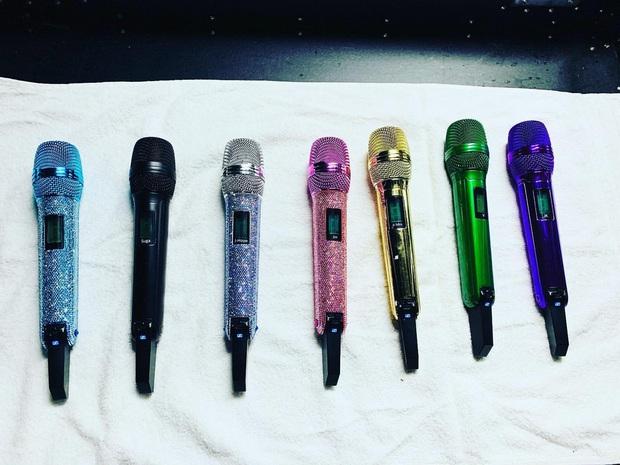 Bộ sưu tập 7 mic cầu vồng của BTS, tưởng chọn màu cho vui ai ngờ đều mang ý nghĩa sâu xa cả - Ảnh 1.