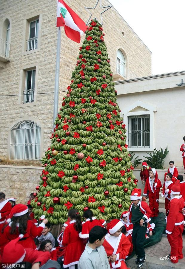Những truyền thống đón Noel lạ đời trên khắp thế giới, chứng minh Giáng sinh không chỉ có mỗi Santa và cây thông - Ảnh 10.