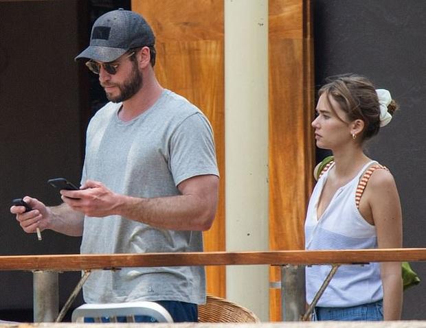 Liam Hemsworth tiếp tục thay người yêu: Mẫu sinh năm 1998, còn dẫn về ra mắt bố mẹ giữa lúc ly hôn Miley Cyrus - Ảnh 2.
