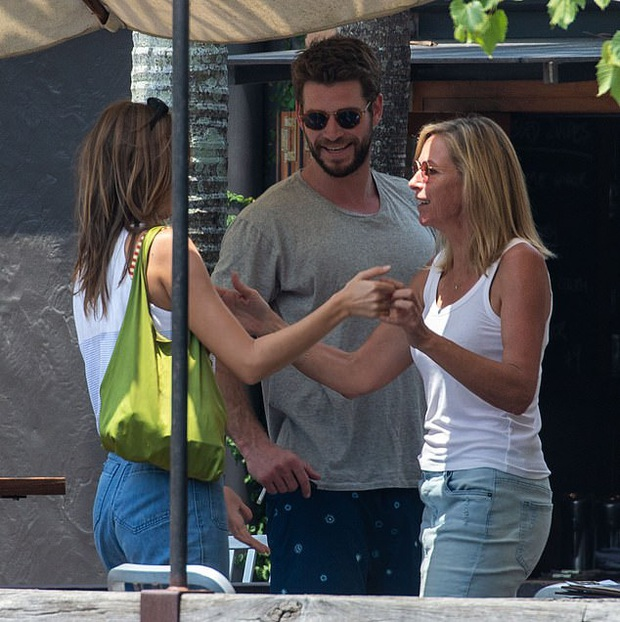 Liam Hemsworth tiếp tục thay người yêu: Mẫu sinh năm 1998, còn dẫn về ra mắt bố mẹ giữa lúc ly hôn Miley Cyrus - Ảnh 3.