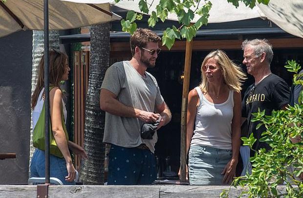 Liam Hemsworth tiếp tục thay người yêu: Mẫu sinh năm 1998, còn dẫn về ra mắt bố mẹ giữa lúc ly hôn Miley Cyrus - Ảnh 5.