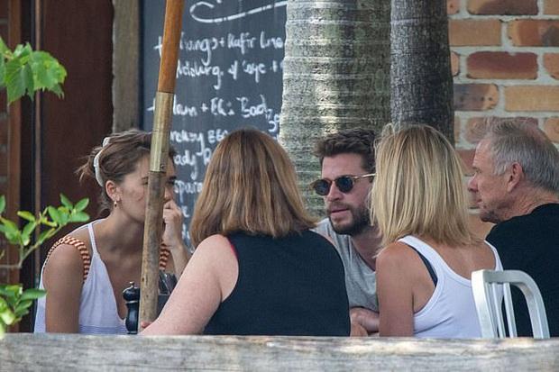 Liam Hemsworth tiếp tục thay người yêu: Mẫu sinh năm 1998, còn dẫn về ra mắt bố mẹ giữa lúc ly hôn Miley Cyrus - Ảnh 8.