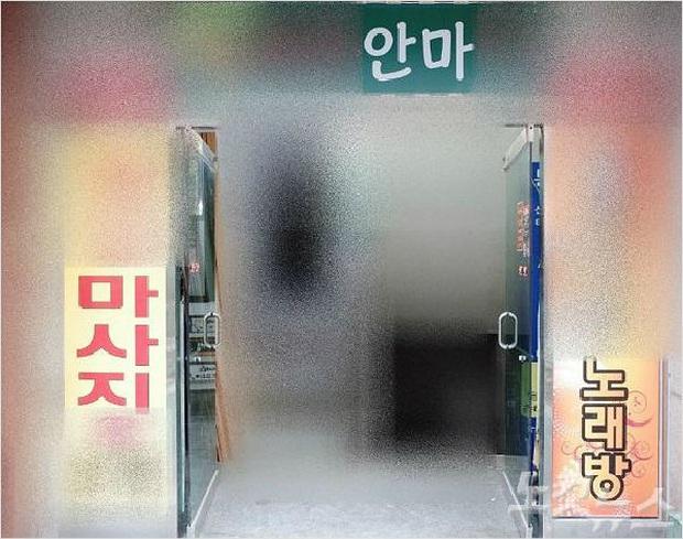 Đột kích vào 6 quán karaoke, cảnh sát Hàn Quốc bắt giữ 26 phụ nữ Việt làm việc trái phép và hơn một nửa bị trục xuất về nước - Ảnh 1.