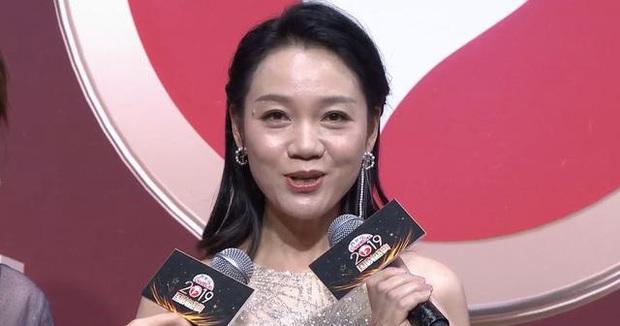 Nhan sắc dàn sao trên sóng livestream: Trịnh Sảng - Vương Âu gây hoảng hồn, Giả Nãi Lượng lộ làn da sần sùi - Ảnh 19.