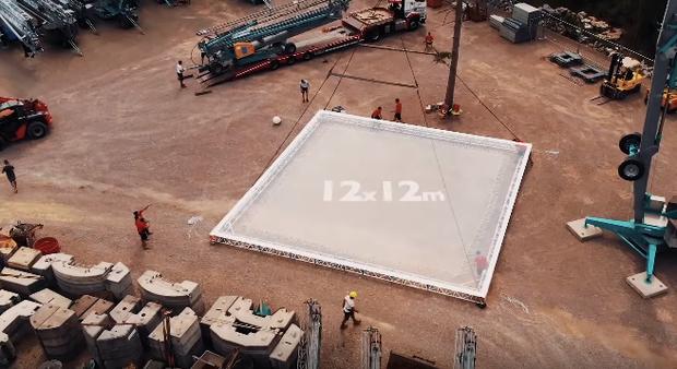 Ngay cả hội mê nhún nhảy cũng phải thót tim với phiên bản trampoline siêu to khổng lồ lơ lửng giữa không trung - Ảnh 4.