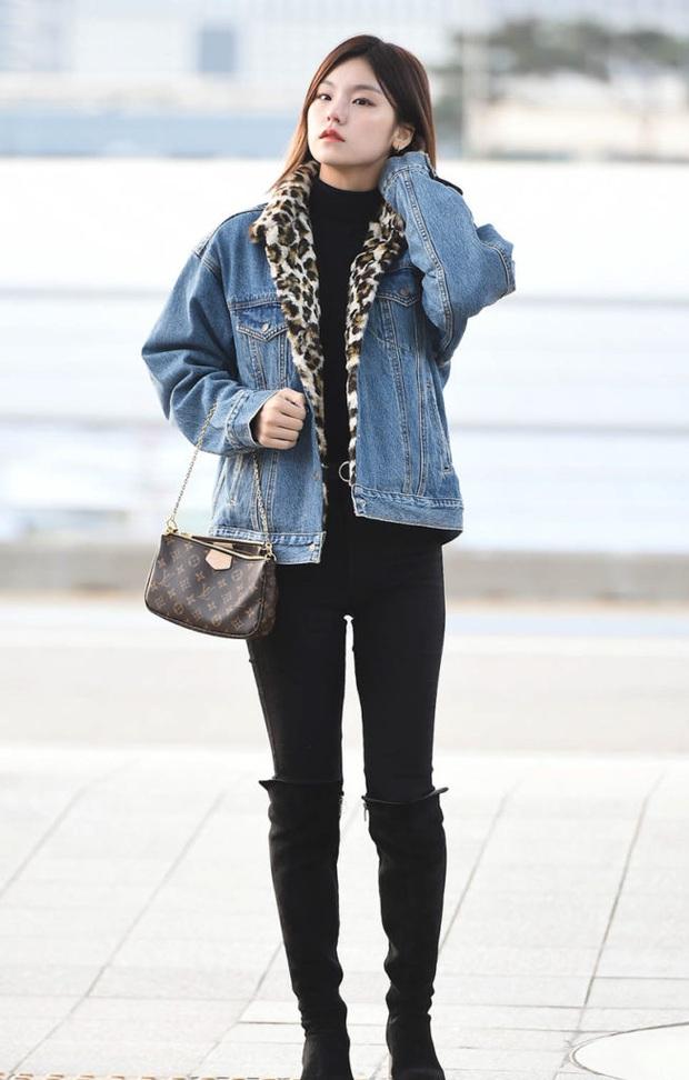 Mặc chung áo khoác với 2 đàn em trẻ măng, Han Ye Seul đáng tuổi dì vẫn chặt đẹp như thường - Ảnh 5.