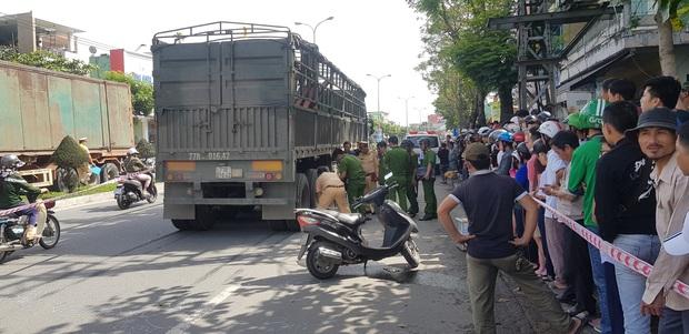 Trên đường tới trường đón con đi học về, người mẹ chết thảm dưới bánh xe tải - Ảnh 4.