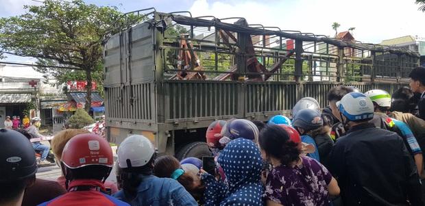 Trên đường tới trường đón con đi học về, người mẹ chết thảm dưới bánh xe tải - Ảnh 6.