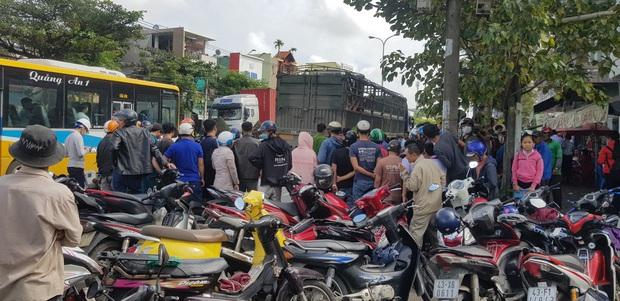 Trên đường tới trường đón con đi học về, người mẹ chết thảm dưới bánh xe tải - Ảnh 7.