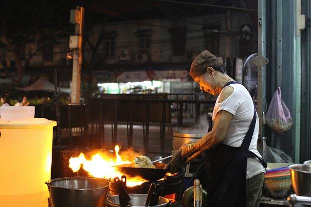"""Ở Thái Lan có 4 nhà hàng """"có nhiều tiền chưa chắc đã được ăn"""", nghe ngược đời nhưng thực tế lại đúng như vậy! - Ảnh 4."""