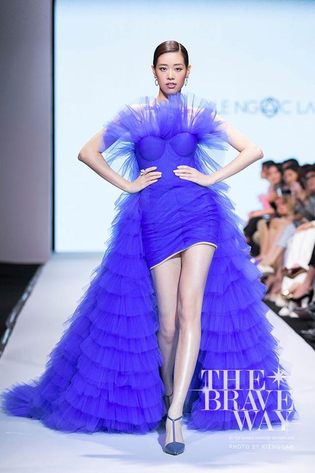 Hoàng Thùy về nước vẫn chặt chém váy áo như đi thi Miss Universe và đụng hàng với Khánh Vân - Ảnh 4.
