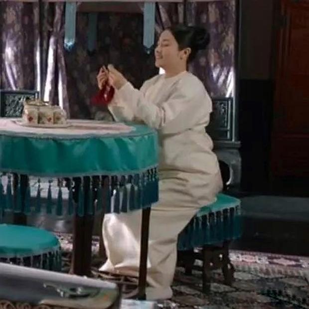 Trông có vẻ Tần Lam nhưng lại là Lý Lan Địch, tạo hình Diên Hi Công Lược bản nhái bị netizen chê tơi tả - Ảnh 3.