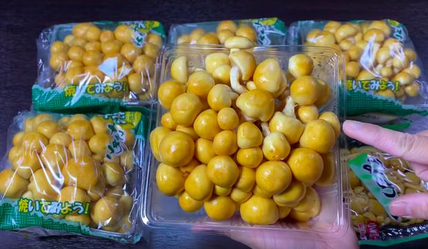 Bé Sa trở lại quay vlog cùng mẹ Quỳnh Trần, nhưng điều khiến dân tình chú ý lại là món nấm trân châu vừa lạ vừa… nhớt - Ảnh 2.