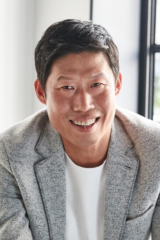Công bố top 10 diễn viên điện ảnh hot nhất Hàn Quốc 2019: Mỹ nhân duy nhất có mặt giữa dàn tài tử đắt giá là ai? - Ảnh 8.