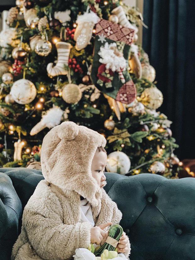 Á hậu Tú Anh công khai mặt quý tử trong ngày sinh nhật, mới 1 tuổi mà đã lớn phổng phao - Ảnh 2.