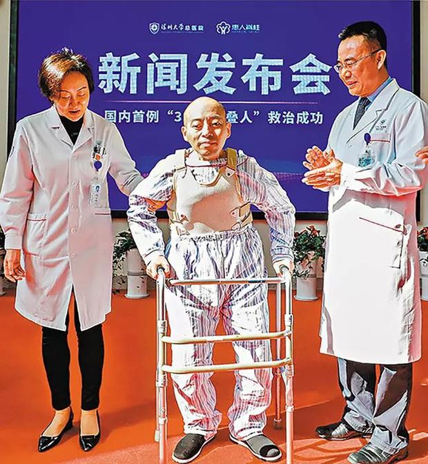 Mắc chứng bệnh lạ, người đàn ông bị gập đôi người suốt 28 năm ròng rã, không thể ngẩng lên nhìn mặt ai - Ảnh 4.