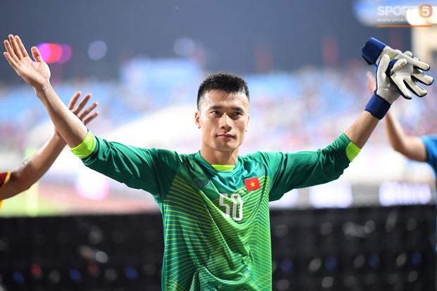 Chính thức: Thủ môn Bùi Tiến Dũng kí hợp đồng 3 năm với CLB TP. Hồ Chí Minh - Ảnh 1.