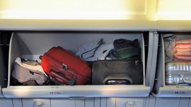 Đi máy bay nhiều nhưng đã bao giờ bạn tự hỏi vì sao trọng lượng hành lý xách tay thường phải nhỏ hơn 7 kg chưa? - Ảnh 1.