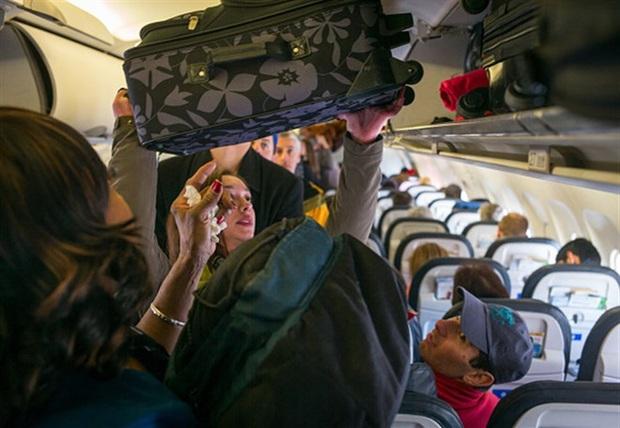 Đi máy bay nhiều nhưng đã bao giờ bạn tự hỏi vì sao trọng lượng hành lý xách tay thường phải nhỏ hơn 7 kg chưa? - Ảnh 4.