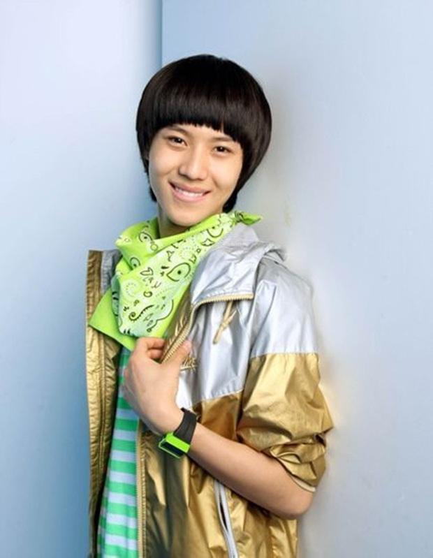 10 màn lột xác ngoạn mục nhất Kpop: Thủ lĩnh BTS đúng là đổi đời, nữ thần thăng hạng nhưng chưa sốc bằng Taemin - Ảnh 18.
