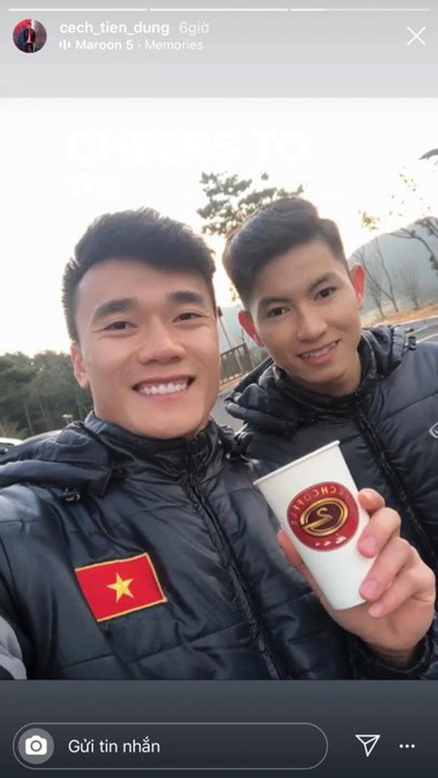 Dàn nam thần U23 Việt Nam khoe hình tập huấn ở Hàn Quốc: Một khi đã phải lòng thì đi đâu, làm gì xem cũng thích - Ảnh 1.