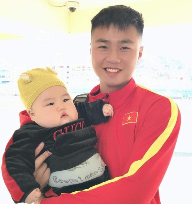 Dàn nam thần U23 Việt Nam khoe hình tập huấn ở Hàn Quốc: Một khi đã phải lòng thì đi đâu, làm gì xem cũng thích - Ảnh 2.