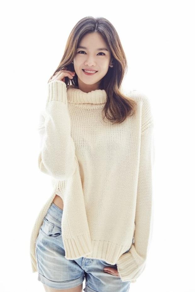 Ly hôn được 1 năm, bản sao Song Hye Kyo kiện chồng cũ thẳng tay vì tội lừa đảo hơn 264 tỷ đồng - Ảnh 2.