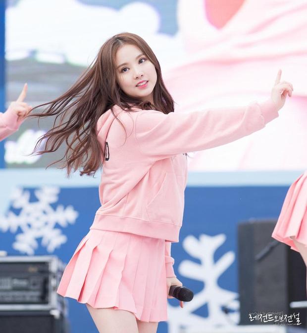 10 màn lột xác ngoạn mục nhất Kpop: Thủ lĩnh BTS đúng là đổi đời, nữ thần thăng hạng nhưng chưa sốc bằng Taemin - Ảnh 28.