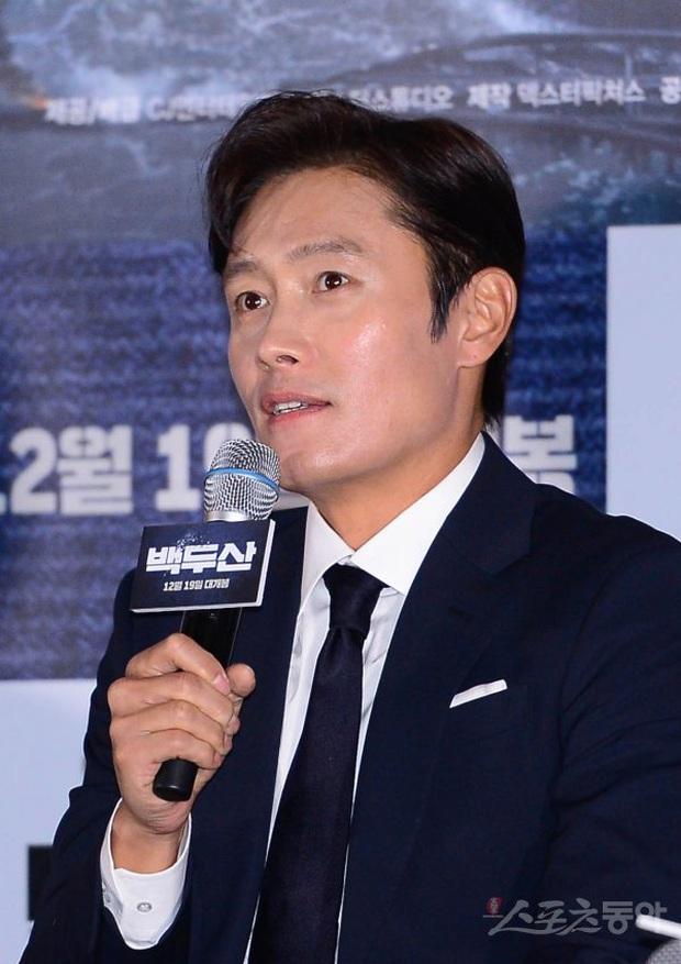 Được hàng triệu người khao khát, Suzy làm gì mà hết Park Bo Gum lại đến tài tử Lee Byung Hun tránh như tránh tà? - Ảnh 10.