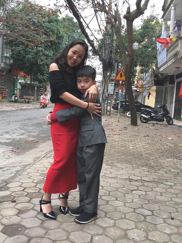 Con trai bị bạn học trêu đến mức muốn tự tử, mẹ trẻ ở Hà Nội đến tận trường xử lý, cái kết khiến ai cũng vỗ tay thán phục - Ảnh 2.