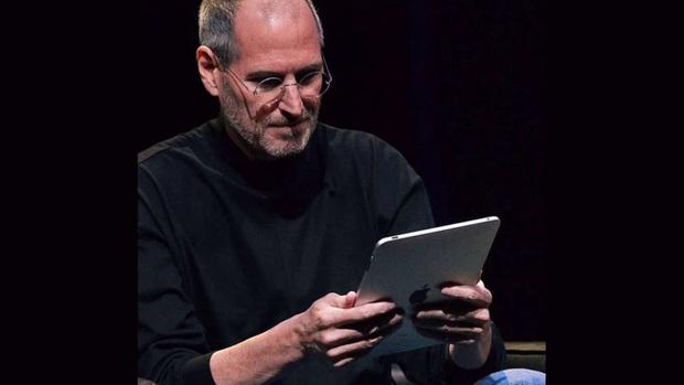 Đến chịu với lý do ngày xưa iPad ra đời: Steve Jobs muốn một miếng kính để đọc email trong toilet - Ảnh 2.