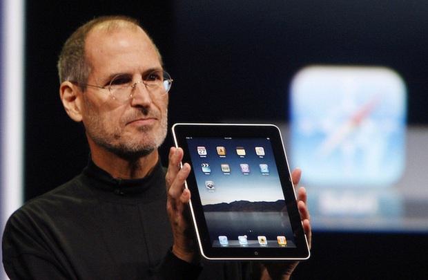Đến chịu với lý do ngày xưa iPad ra đời: Steve Jobs muốn một miếng kính để đọc email trong toilet - Ảnh 1.