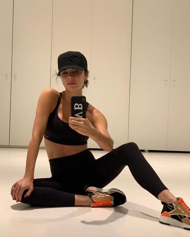 Bà Beck không phải là fan của Victorias Secret chỉ vì lý do đơn giản: Không thích mặc áo lót có độn - Ảnh 2.