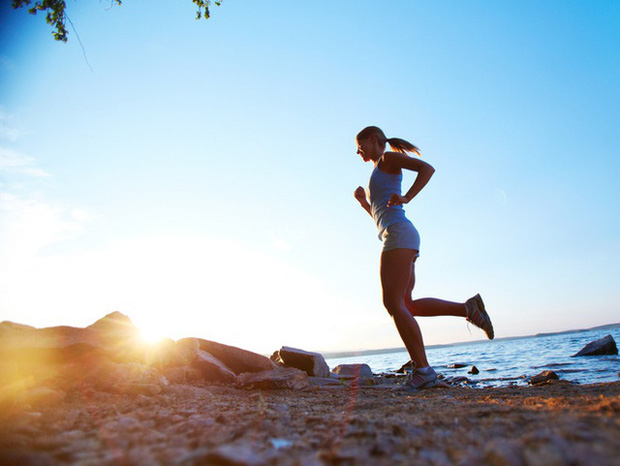 Thực hiện 5 thói quen đơn giản này mỗi ngày sẽ giúp não bộ luôn ở trong trạng thái hoạt động tích cực nhất: Vừa cải thiện trí nhớ, vừa tránh xa lo âu, trầm cảm - Ảnh 2.