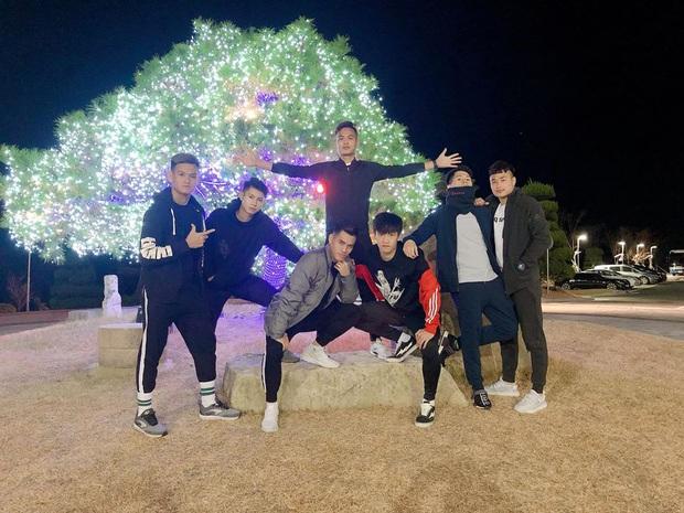Dàn nam thần U23 Việt Nam tiếp tục nhập vai boyband ở Hàn Quốc: Toàn là những gương mặt visual, áp lực nhan sắc cho team qua đường thật sự! - Ảnh 4.